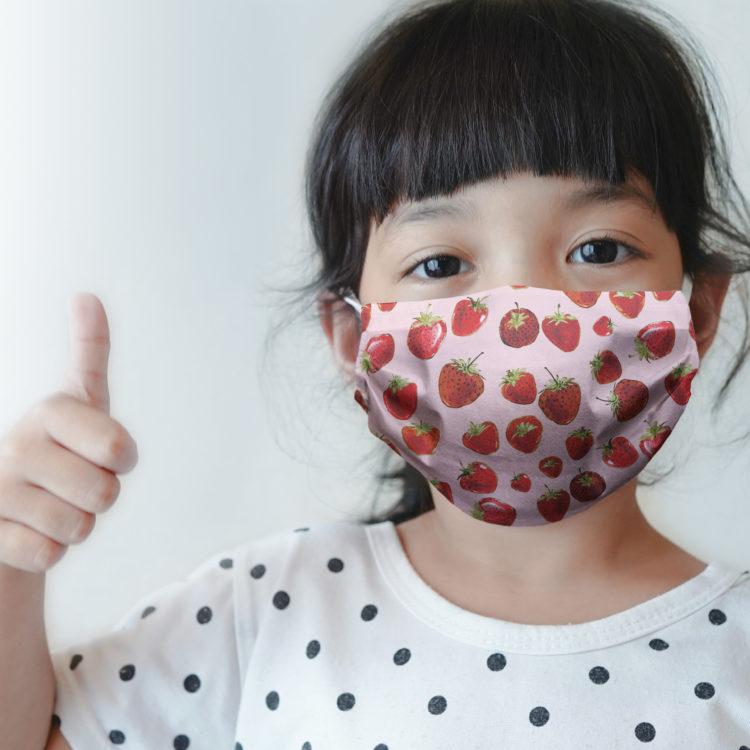 dziecięca maseczka ochronna STRAWBERIES (XS)